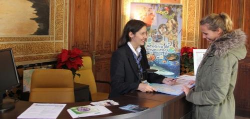 Las oficinas de turismo de Almuñécar consiguen récord de visitantes en 2014