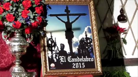 """Maite Martín, autora de la fotografía ganadora que ilustrará el cartes """"El Candelabro 2015"""", y que la Tertulia editará para la Semana Santa. Se trata de una imagen que recoge un momento del paso de misterio de la Cofradía de San Juan"""