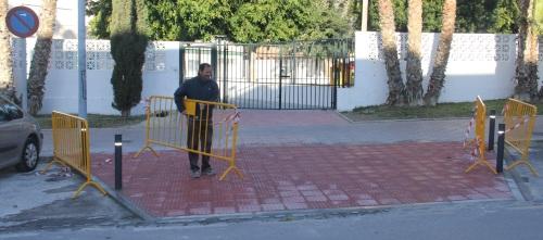 ACCESO PRINCIPAL CONSTRUIDO EN EL  COLEGIO SAN MIGUEL ALMUÑECAR 2
