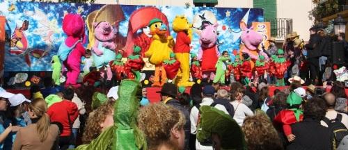 Con un pasacalles de los alumnos de los Centros Infantiles comienza el Carnaval