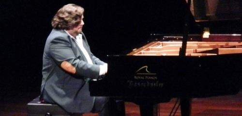 Gran concierto de Ambrosio Valero en la Casa de la Cultura de Almuñécar