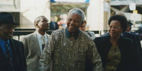 Mandela durante una visita a la Escuela de Economía y Ciencia Política de Londres en 2000
