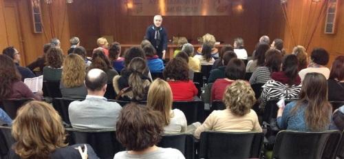 EL PROFESOR ANTONIO RUS ARBOLEDAS DURANTE LA CONFERENCIA EN ALMUÑECAR 2