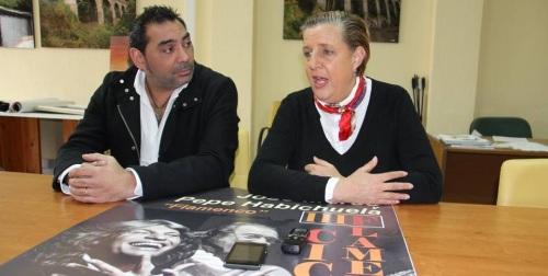 JOSE LUIS CARMONA Y OLGA RUANO PRESENTANDO III CICLO FLAMENCO ALMUÑECAR 2