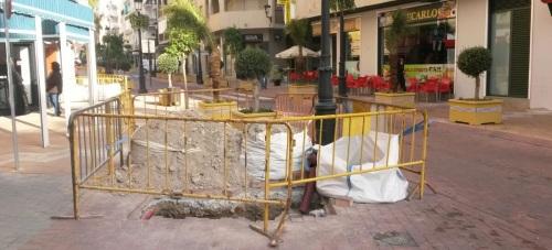 Los empresarios de la AECSALH denuncian que se levante la Avenida de Andalucía a pocos días de pavimentarla