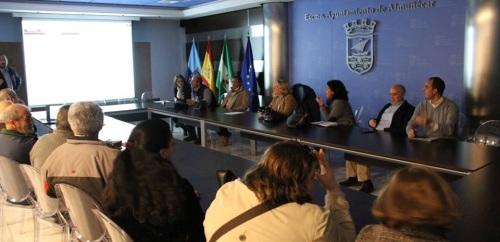 Sesión extraordinaria en el salón de actos del Ayuntamiento de Almuñécar