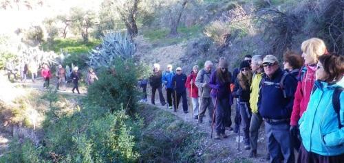 Senderistas de Almuñécar recorrieron la Axarquía más profunda hasta llegar a la localidad de Árchez
