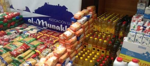 Colecta de alimentos de la Asociación Juvenil Al Munekkab para Cáritas de Almuñécar