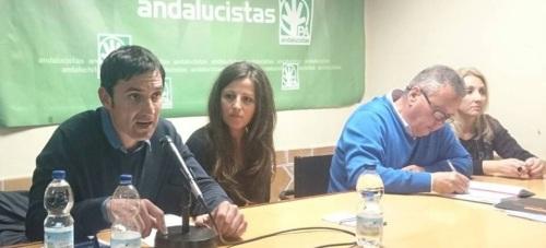 Manuel Juarez interviene en un momento de la asamblea celebrada en la sede del PA en Almuñécar