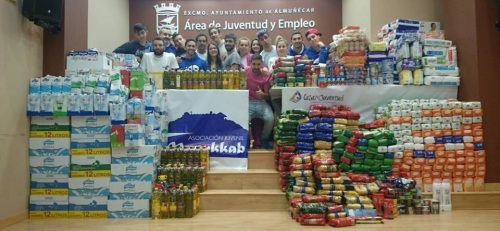 """La Asociación Juvenil """"al-Munekkab"""" colecta más de 2 mil kilos de alimentos para Cáritas Parroquial de Almuñécar"""