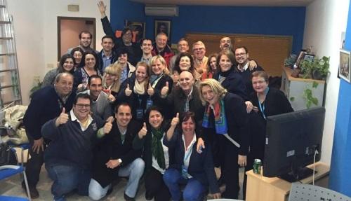 Ejecutiva y militantes del PP en la sede de Almuñécar tras el cierre de las mesas electorales
