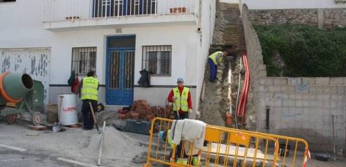 Trabajos de urbanización del último vial que comunica las calles Las Maravillas Norte y Camino Real en La Herradura