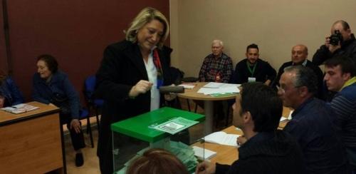 Trinidad Herrera ejerce su derecho al voto en las elecciones autonómicas