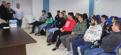 Una veintena de jóvenes sexitanos se forman en un curso básico de Protección Civil
