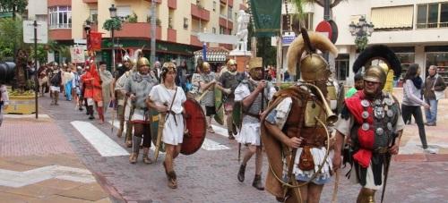 LEGION ROMANA Y GLADIADORES POR PLAZA MADRID CAMINO DE PLAYA PUERTA DEL MAR ALMUÑECAR 15 2