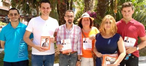 Antonio Villalta con parte de su equipo de campaña
