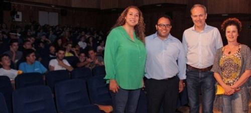 La diputada delegada de Igualdad de Oportunidades y Juventud en funciones, Leticia Moreno, y el primer teniente de alcalde del Ayuntamiento de Almuñécar en funciones, Juan José Ruiz Joya