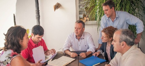 Juan Carlos Benavides junto algunos de sus colaboradores