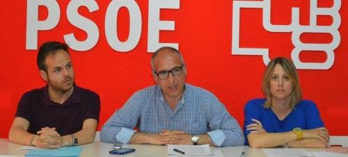 El nuevo Grupo Municipal del PSOE en el ayuntamiento de Almuñécar en rueda de prensa esta mañana 2