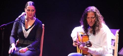"""Mari Ángeles Fernández presentó su disco """"Mírame"""", contando con la colaboración de su padre,  José Fernández  """"Tomatito"""", y su hermano José"""