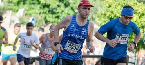 Atleta del Club Atletismo Sexitano en la carrera de Las dos Colinas