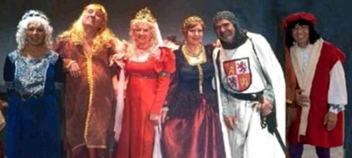 """Grupo teatral Mutrayil con el vestuario de """"La Pluma del Rey"""""""