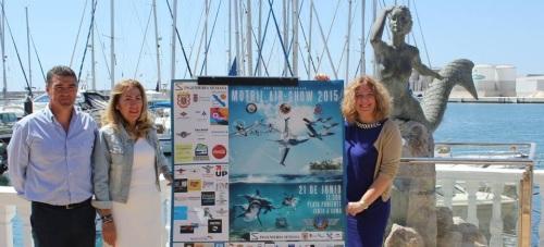 La alcaldesa de Motril (dcha), junto con la teniente de Alcalde de Seguridad Ciudadana y el orgaizador del festival Aéreo 2