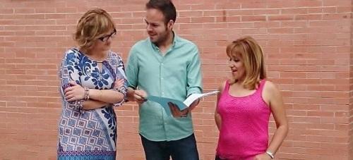 Pablo Ruiz junto a su equipo en la puerta del Centro Cívico de La Herradura 2