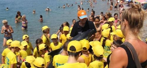 Niños y mayores participaron en las actividades del Aula del Mar