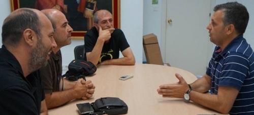 El Grupo Municipal de IU se reúne con el alcalde de Conil (Cádiz)