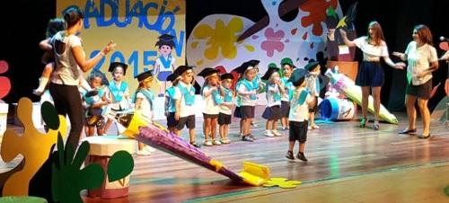 Alumnos de los Centros Infantiles de Almuñécar celebran su graduación
