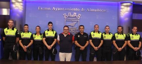 NUEVOS POLICIA LOCALES ALMUÑECAR JUNTO AL ALCALDE EN FUNCIONES Y DELEEGADO DE SEGURIDADY JEFE POLICIA LOCAL2