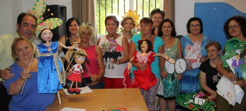 Poemas de Lorca con títeres para los mayores de la Residencia de 'San Luis'