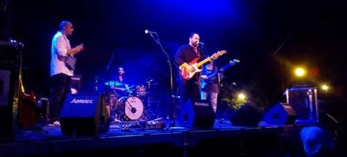Beiztegui & Los Culpables pusieron el broche al II Festival de Blues de La Herradura
