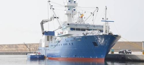 El Euskadi Alai llega al Puerto de Motril para completar la instalación del arte de pesca y el armamento antipiratería