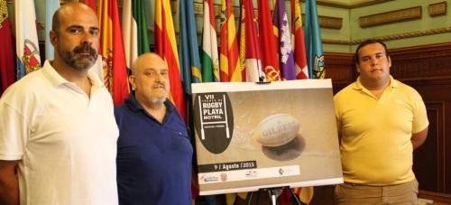 La playa de Poniente acoge este domingo el 'VII Torneo de Rugby-Playa'