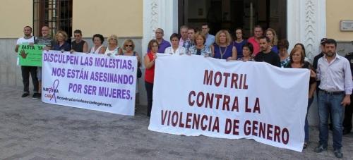 Motril guarda un minuto de silencio ante los últimos casos de violencia de género