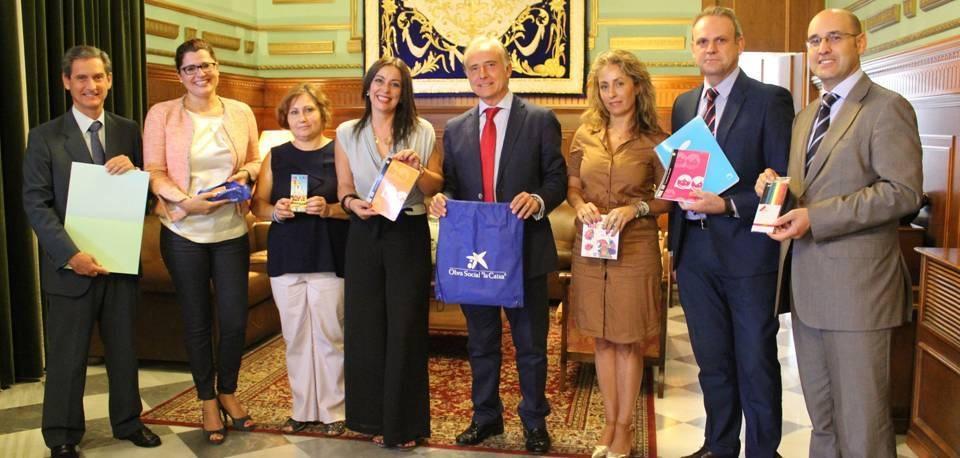 250 escolares motrileños recibirán material escolar cedido por la Obra Social de La Caixa a través de la campaña 'Tu material estrella'