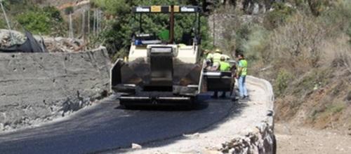 Asfaltado el acceso al pago herradureño de Guerra desde la Carretera Nacional 340