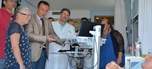Carros informatizados mejoran la accesibilidad a la historia clínica de pacientes ingresados en el Hospital de Motril