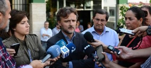 El consejero de Medio Ambiente traslada el pésame del Gobierno andaluz a las familias de los fallecidos en Albuñol