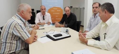 El presidente de la Mancomunidad , Sergio García Alabarce, ha mantenido una reunión con la Comisión de Regantes del Margen Derecho del Guadalfeo_Río Verde