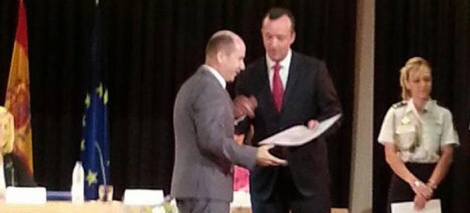 El Secretario Estado de Seguridad entrega un galardón al IES Al Andalus de Almuñécar