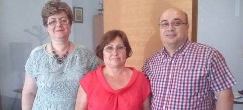 Foto de archivo de Mercedes Sánchez, en el centro, junto a representantes del consulado de Rumanía