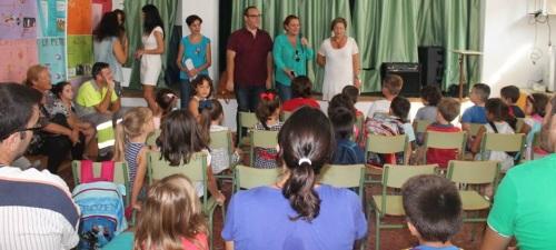 La alcaldesa de la villa, Mª Eugenia Rufino, inaugura el curso escolar 2015-2016