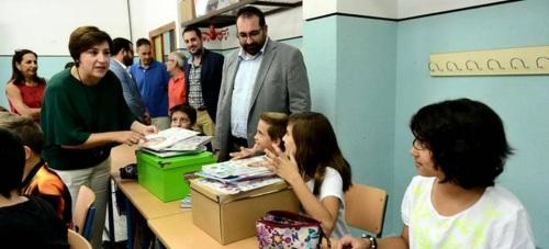 La delegada del Gobierno, Sandra García, y el delegado territorial de Educación, Germán González, visitan el Colegio de Educación Infantil y Primaria 'Vicente Aleixandre'