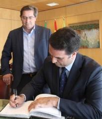 La Diputación y la Consejería de Turismo se alían para combatir la estacionalidad