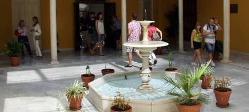 La Oficina de Información de la Diputación atendió en agosto una cifra récord de turistas