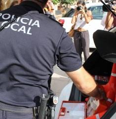 La Policía Local de Motril evita que una mujer se lance al vacío