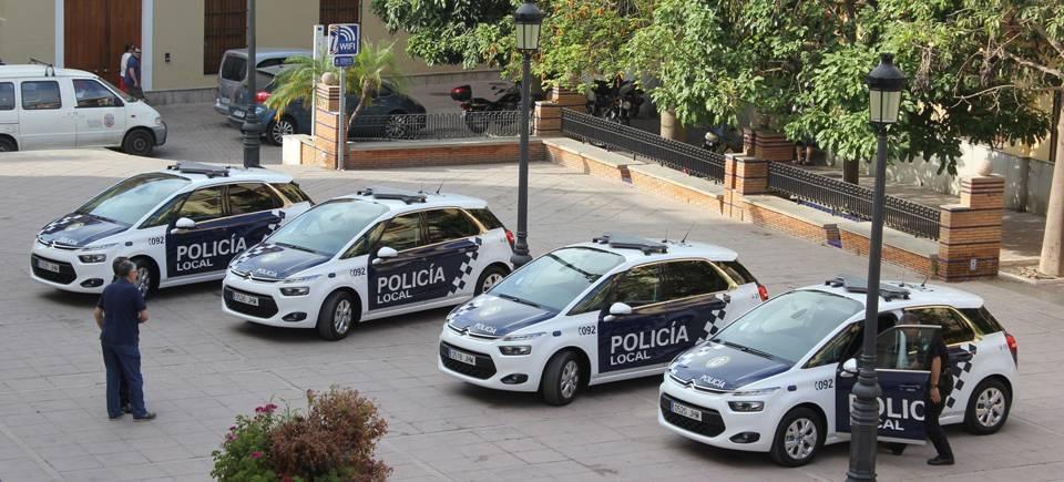 La Policía Local detiene a dos hombres que estaban forzando la puerta de un establecimiento